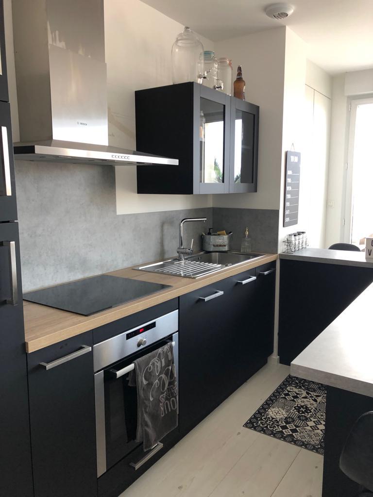 noxi-cuisine-moderne-noir-bois